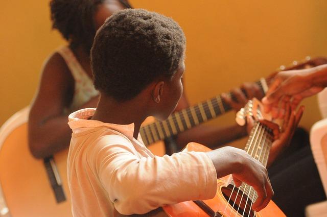 černoušci s kytarou