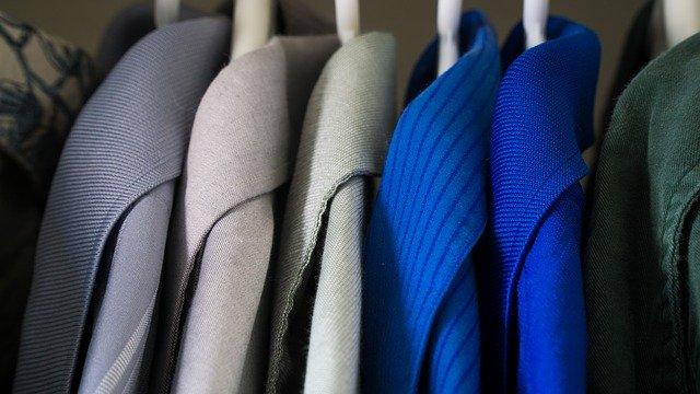 ramínka s oblečením